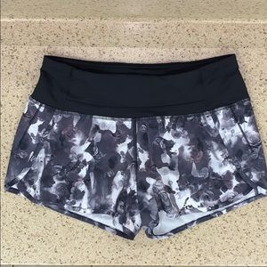 "Lululemon Roses Run Times 4"" Shorts 4"